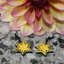 Žluté/černé hvězdičky